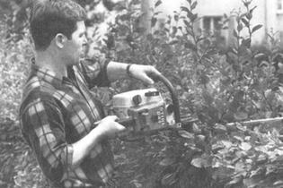 1967: Add-on hedge trimmer